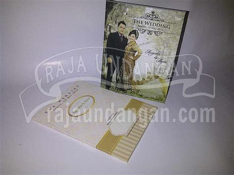 Undangan Pernikahan 55 undangan pernikahan hardcover pop up pakai lop augustin dan amin edc 55 undangan