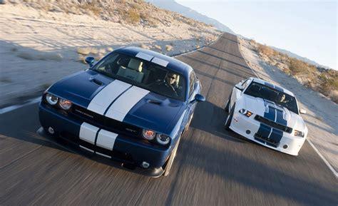 mustang gt vs challenger srt8 2011 dodge challenger srt8 392 vs 2011 shelby gt350