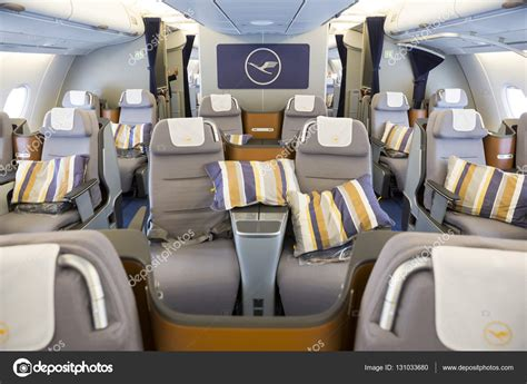 a380 interni airbus a380 flugzeug innen redaktionelles stockfoto