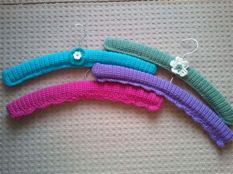 pattern for clothes hanger cover 107 beste afbeeldingen over haken hangers crochet hangers