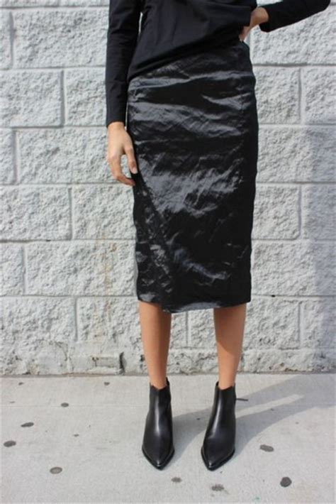 skirt black skirt black boots black sweater midi skirt