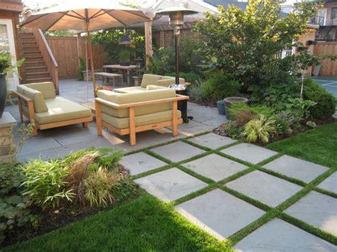Backyard Flooring Landscaping by 25 Best Ideas About Bluestone Pavers On