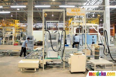Lemari Es Di Bandung foto pabrik baru produksi lemari es mesin cuci sharp meningkat merdeka