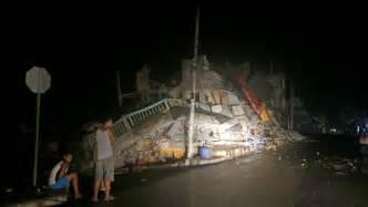 imagenes fuertes terremoto ecuador impresionantes im 225 genes del terremoto en ecuador telemundo