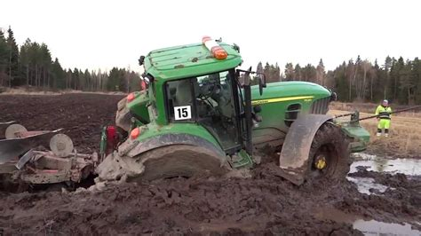 der stuck deere stuck in mud utknął w błocie