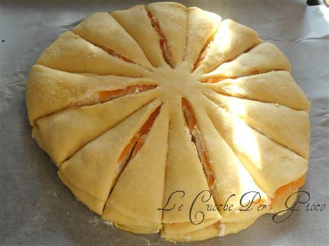pan brioche salato a forma di fiore fiore di pan brioche salato con salmone e philadelphia
