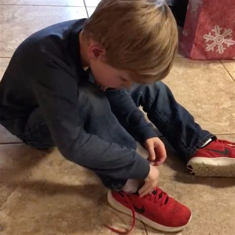 kid tying shoes see why this boy s shoe tying hack is going viral