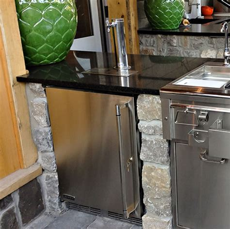 Lynx Grills Luxury Draft Beer Dispensers Kegerator Blog Outdoor Kitchen With Kegerator