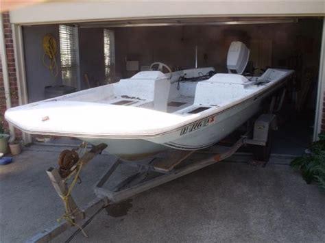 mfg tri hull fiberglass boat just bought a 16 1981 dart fiberglass fishing boat what