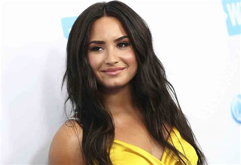 demi lovato biografia wikipedia demi lovato age net worth height wiki bio