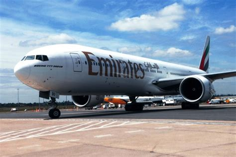 emirates indonesia penerbangan jakarta dubai pesawat emirates menjadi tiga