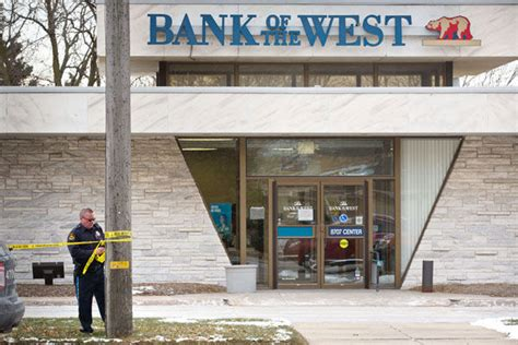 bank of the west omaha ne 4 in custody after bank robbery who tailed suspects