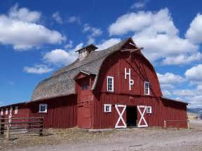 red barn two men and a little farm why are american barns red