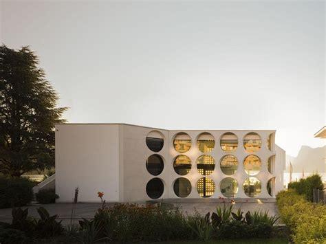 o house superbe villa contemporaine 224 la fa 231 ade atypique en suisse construire tendance