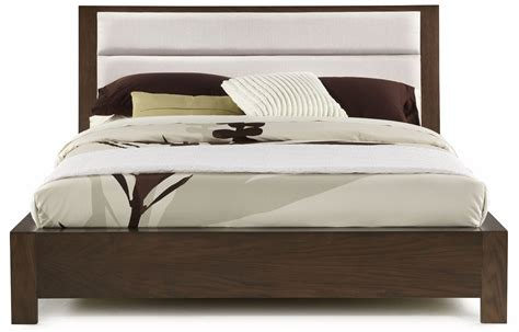 hudson bedroom set hudson upholstered platform bedroom set from casana 525