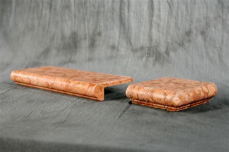 marmi per davanzali foto di elementi ad angolo burattati di marmo