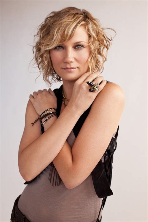 country singer cut hair short jennifer nettles and darius rucker to co host iheartradio
