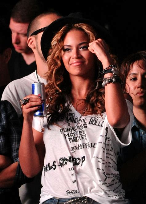 beyonce illuminati ring beyonce knowles in coachella valley arts festival