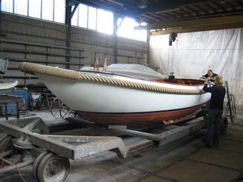 polyester boot laten verven jachtwerf van vliet schilder en lakwerk van stalen