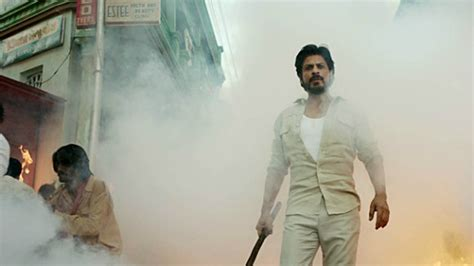 biography of raees film shahrukh khan in legal trouble for raees desiblitz