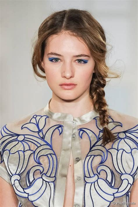 off center part hairstyles 3 on trend hairstyles with an off center hair part