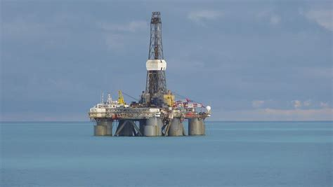 file semi submersible drilling rig jpg wikimedia commons
