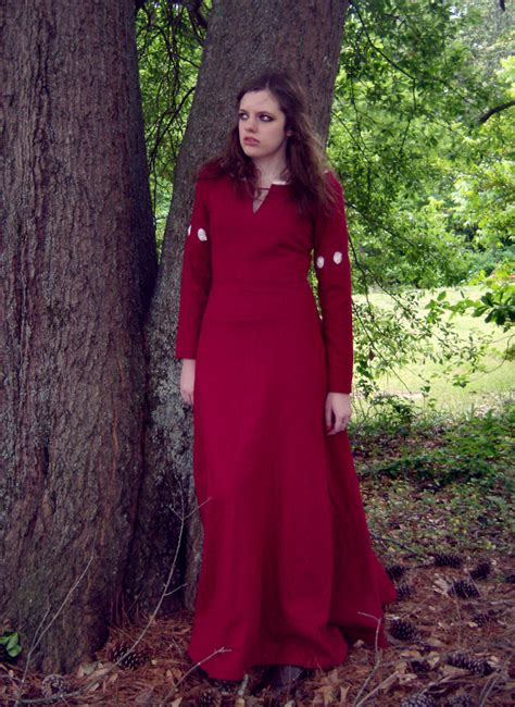 Narnia Drss burgundy wool dress inspired by narnia sewing