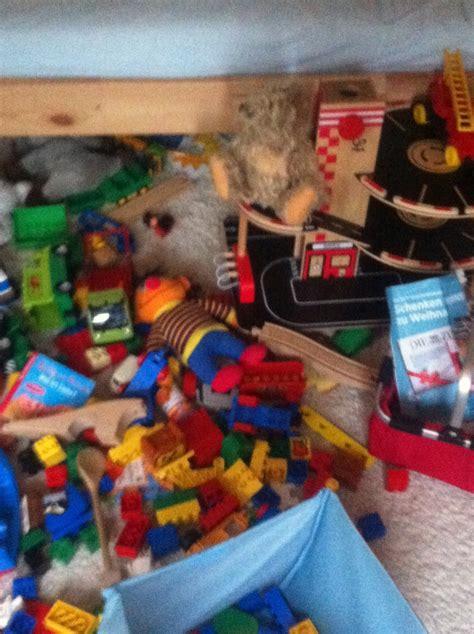 chaos in kinderzimmer aufr 228 umen wird 252 bersch 228 tzt vor allem mit kindern ganz