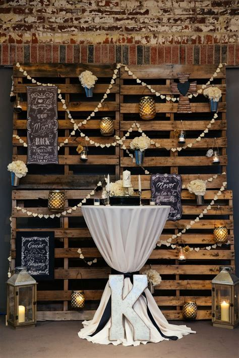 5 DIY Wood Pallet Ideas for Your Wedding