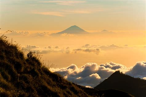 batik air gunung agung landscape photo of the sunset behind mount agung and mount