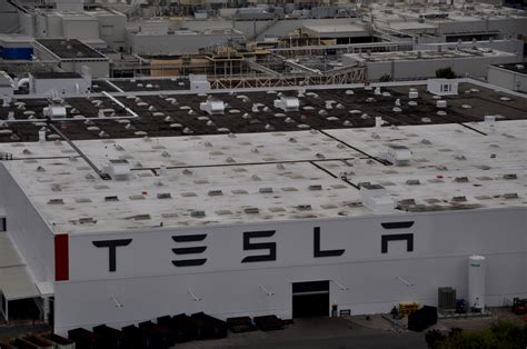 tesla factory analyst tesla model x production hitting benchmarks