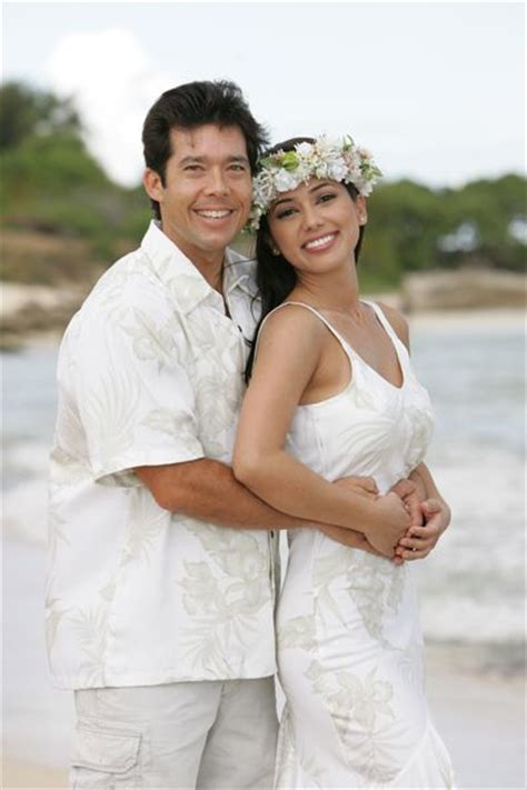Wedding Attire In Hawaii by Hawaiian Wedding Dresses Matching Groom Shirts Wedding
