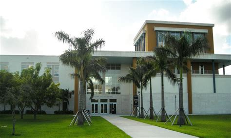 Florida International Mba Reviews by Fiu Is No 1 On Bar Pass Rate Daily Business Review