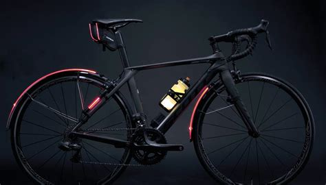 Liquid Bar Top Glow In Dark Bike Water Bottle As Illumination