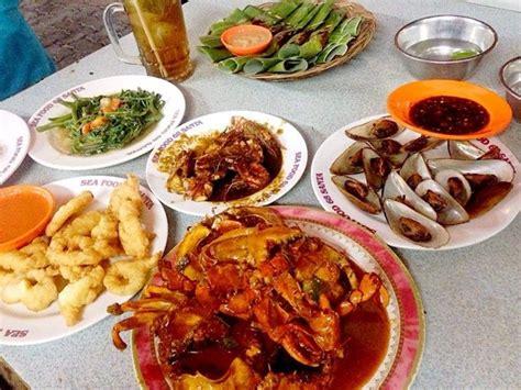 ajak keluarga jajan seafood enak   warung tenda