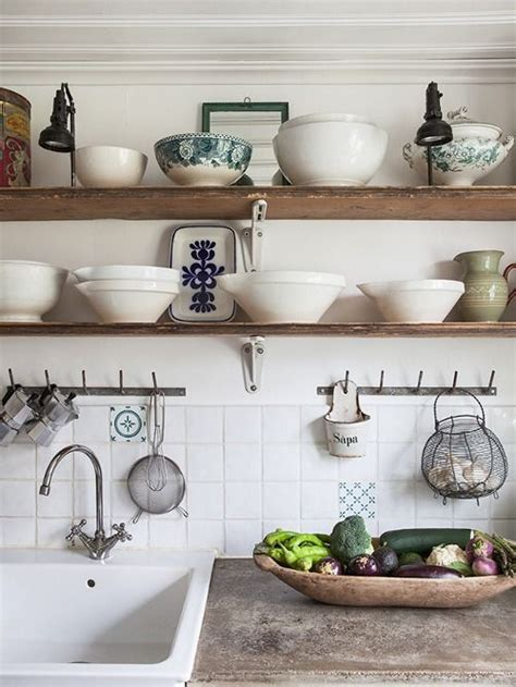 Kitchen Display Shelf by 25 Best Ideas About Kitchen Shelves On Open