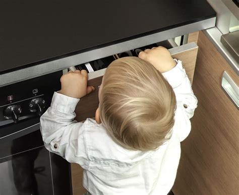 schubladenschutz baby reer cabinet and drawer protection with mounting aid 71010