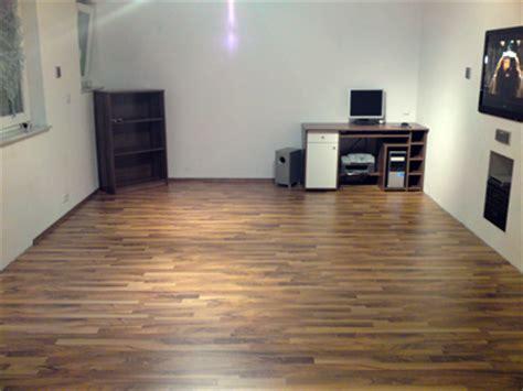 wohnzimmer laminat hausbau isorast