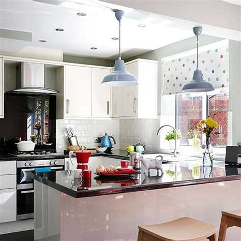 white gloss kitchen  granite worktops kitchen