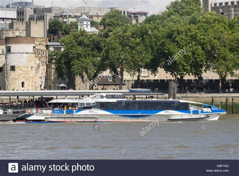 thames clipper canary wharf to o2 thames river bus stock photos thames river bus stock