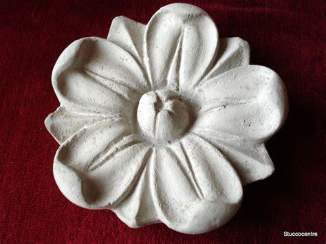 stuckrosette le stuc stuckrosette 100 4016b coinc 233 fleurs tr 232 s rugueux