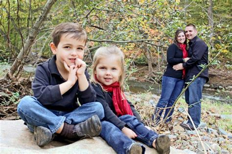 Family Of 4 Photo Ideas | family of 4 fall pose family portrait pose ideas