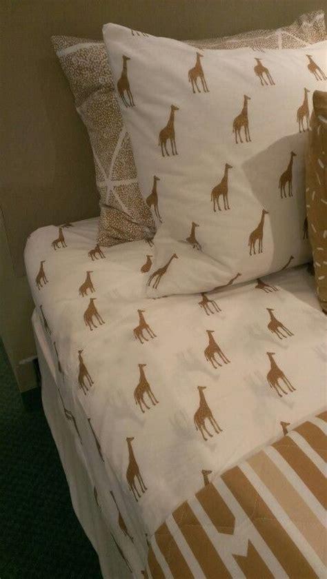 giraffe decor for bedroom 25 best ideas about giraffe print on pinterest giraffe