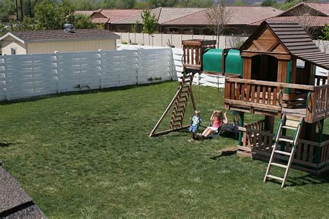 how to organize the backyard for