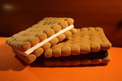 cuscini forma di biscotto 18 fantastiche immagini su cuscini biscotti su