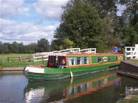 narrowboat hire river thames the river thames guide boating holidays kennet cruises
