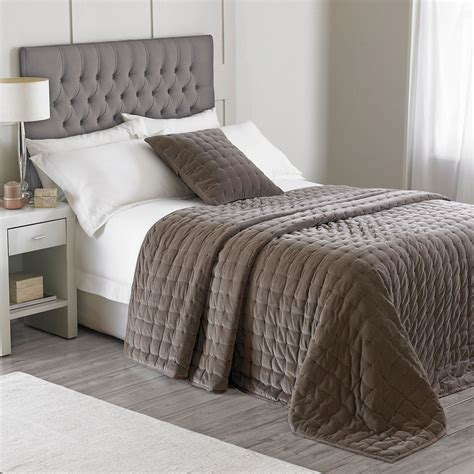 Simple Bedspreads Contemporary Soft Simple Quilted Velvet Bedspread