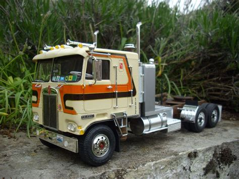 a model kenworth kenworth k123 amt heavyhauling kenworth scale models