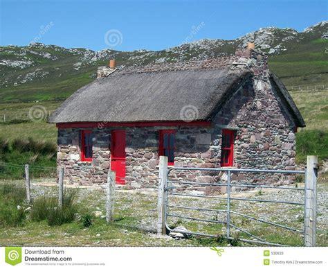 cottage in irlanda cottage di pietra in irlanda fotografie stock immagine