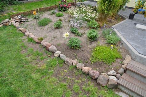 beeteinfassung mit steinen beeteinfassung aus stein beetbegrenzung mit feldsteinen